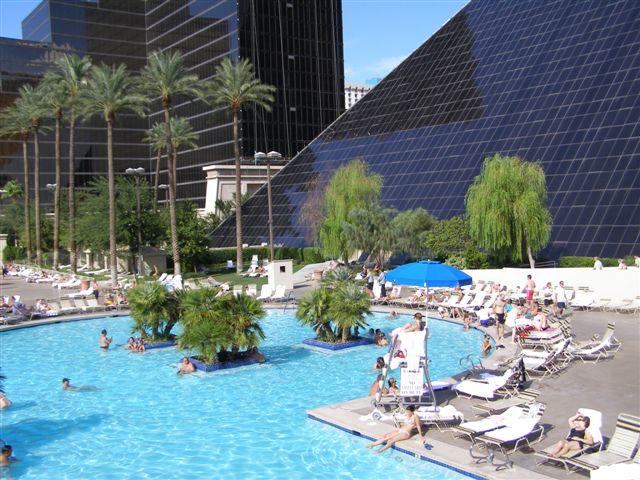 Las vegas travel tips including hotels shows weather for Pool show vegas